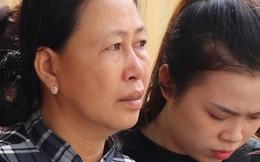 Vượt gần 1.500km, cha mẹ nữ sinh tử vong trong vụ xe lao xuống vực đèo Hải Vân ngã quỵ khi đón thi thể con tại nhà vĩnh biệt