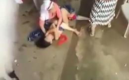 """Thấy cháu gái 9 tuổi cứ """"phát điên"""" mỗi buổi chiều, bà ra tay hành động và bị cảnh sát tống giam ngay lập tức"""