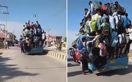 Thót tim cảnh hàng chục học sinh bám bên ngoài xe buýt để đến trường