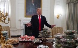 """""""Thách thức"""" Chính phủ Mỹ đóng cửa, TT Trump náo loạn Nhà Trắng với tiệc đồ ăn nhanh"""