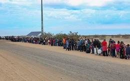 Cận cảnh lỗ đào 'xuyên thủng' bức tường biên giới Mỹ, nơi 376 người vượt biên