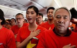 Clip: Hơn 300 CĐV hát Quốc ca trên độ cao hơn 10.000m, một lòng hướng về ĐT Việt Nam trong trận tứ kết Asian Cup 2019