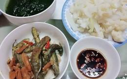 Mâm cơm với món cá khô đạm bạc của mẹ đơn thân lại được chị em khen tíu tít vì nguyên nhân này