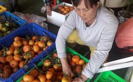 Sợ trái cây phun hóa chất, khách mời chủ nhà ăn trước khi dùng