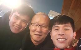 Vừa về tới Hàn Quốc, HLV Park Hang-seo vội vã mang thực phẩm tới thăm Đình Trọng, Lục Xuân Hưng