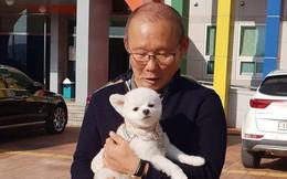 HLV Park Hang-seo về thăm bạn cũ, hào phóng ký một thùng bóng tặng NHM