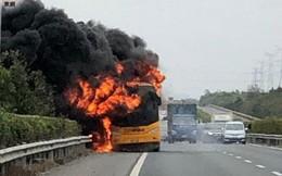 """TQ: Xe buýt phát nổ, cháy dữ dội, 42 du khách """"thoát chết trong gang tấc"""""""