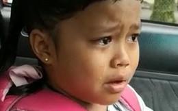 """Đoạn clip gây sốt MXH: Bé gái 7 tuổi khóc hết nước mắt, thừa nhận """"biển thủ"""" tiền mua sách, lý do đưa ra ai cũng bật cười"""