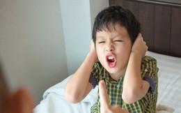 Con lúc nào cũng nói 'trả treo', cãi tay đôi lại? Cha mẹ hãy làm ngay theo lời khuyên này của chuyên gia để trị thói xấu đó của bé
