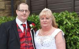 Lưu nhầm số điện thoại của vợ, người đàn ông tìm được 'định mệnh' hơn mình 14 tuổi