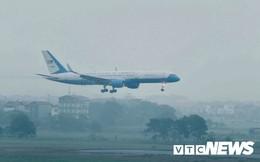 Máy bay chở phái đoàn Mỹ đáp xuống sân bay Nội Bài