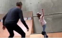 Video: Tony Hawk dạy con gái Kadence lần đầu trượt ván