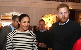 Đoạn clip Hoàng tử Harry quay sang hỏi vợ bầu Meghan: 'Có phải con của anh không?' khiến cộng đồng mạng dậy sóng