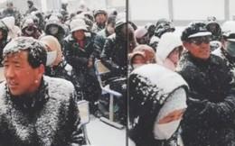 Nhà trường bắt phụ huynh ngồi họp dưới trời tuyết trắng xoá gây phẫn nộ MXH và sự thật phía sau đó
