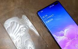 Tôi đã gỡ tấm bảo vệ màn hình trên Galaxy S10+, kỳ lạ thay: cảm biến vân tay đọc nhanh gấp mấy lần