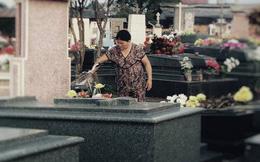 Câu chuyện về người đàn bà 10 năm chăm mộ con trai khiến MXH nghĩ về món quà ý nghĩa dành tặng mẹ nhân dịp 8/3