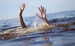 Tìm du khách mất tích trên biển vớt được bé 11 tuổi bị sóng cuốn trôi