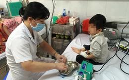"""Cha mẹ """"tẩy chay"""" vắc xin khiến nhiều trẻ mắc sởi phải nhập viện điều trị"""