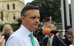 Một bộ trưởng bị đấm vào mặt, cả nước New Zealand sốc