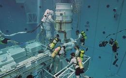 Cận cảnh bể bơi 23 triệu lít nước phục vụ huấn luyện phi hành gia NASA