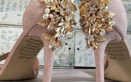Cô dâu bật khóc khi nhìn thấy lời nhắn của người mẹ đã khuất giấu dưới đôi giày cưới