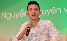 'Nhắc khéo' cổ động viên Việt Nam: Yêu cầu thủ, hãy hạn chế tặng đồ ăn vặt