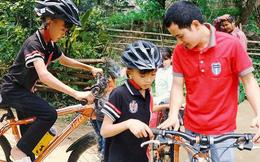 Cậu bé 13 tuổi được tặng xe đạp mới sau câu chuyện vượt 100 km xuống Hà Nội thăm em trai