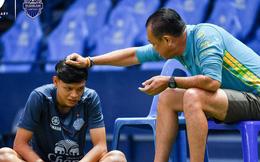 Cầu thủ đánh nguội Đình Trọng bị chủ tịch Buriram United nắm tóc 'chỉ bảo' ngay trên sân tập
