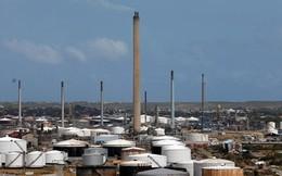 """Mỹ tiếp tục """"bóp chết"""" ngành dầu mỏ Venezuela"""