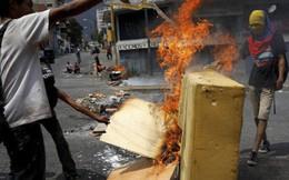 Venezuela: Người dân phóng hỏa gần dinh tổng thống vì mất điện