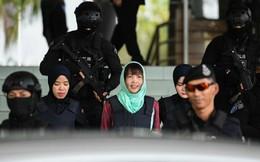 [Photo] Đoàn Thị Hương tươi cười rời tòa sau khi được giảm án