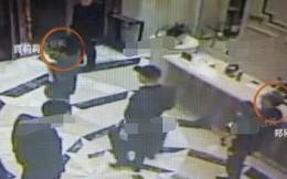 """Sốc với loạt ảnh CCTV nhóm người tới cướp con, đánh đập bố vợ do chồng mỹ nhân """"Hồng Lâu Mộng"""" dàn dựng"""