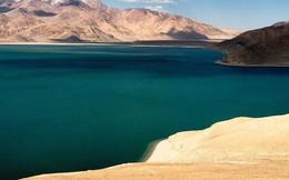 """Ghé thăm """"hồ tử thần"""" nằm tại nơi cao nhất thế giới: Nước mặn đến nỗi lật cả thuyền bè"""