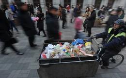 Nhân viên quét rác bán nhà giúp người nghèo khó