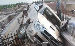 Lái xe khi say xỉn, tài xế 'bay' từ đường lên cầu đang xây