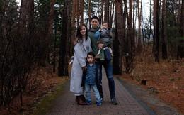 """""""Gia đình ngược"""" cực thú vị: Vợ đi làm từ sáng đến tối, chồng ở nhà làm nội trợ, chăm sóc 2 con nhỏ, thu nhập hơn 1 tỷ đồng/năm"""