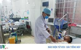 Dùng dao giải quyết mâu thuẫn, 2 thanh niên nhập viện cấp cứu