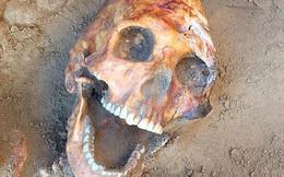 Phát hiện bộ xương 2.000 năm tuổi đang cười cùng nhiều trang sức quý báu