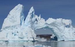 Clip: Cảnh tượng kinh hoàng núi băng vỡ rời từng mảng ở Greenland