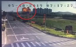 Chiến đấu cơ JH-7 Trung Quốc lao đầu xuống đất, nổ tung như bom