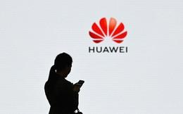 """Vì đâu Huawei bị đẩy vào """"nước sôi lửa bỏng""""?"""