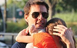 Hình ảnh quấn quýt của bố con Tom Cruise - Suri
