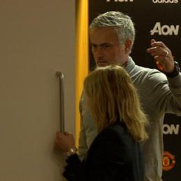 Mourinho miệng nói chán bóng đá, tay