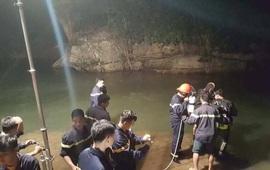 Gội đầu dưới thác, nam sinh bị nước cuốn mất tích