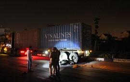 1 người chết, 3 người nguy kịch sau cú tông mạnh vào đuôi xe container
