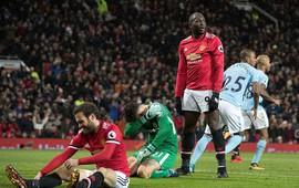 Ngạc nhiên chưa, Lukaku một mình giật sập Old Trafford bằng vận đen khó tin
