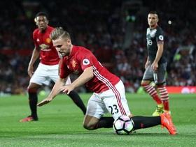 """Cầu thủ bị Mourinho công khai chỉ trích bất ngờ được Man United """"tặng quà"""""""