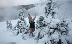 Ảnh TG 24/7: Mặc bikini đón tuyết rơi