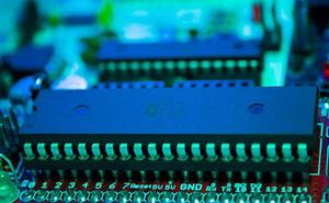 """""""Máu điện tử"""" giúp máy vi tính tiến gần tới con người hơn"""