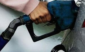 """Người dân bị """"móc túi"""" làm giàu cho DN xăng dầu, Bộ Công Thương nói gì?"""